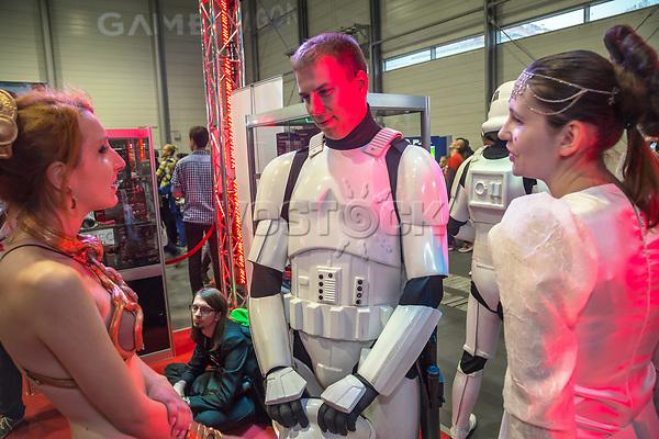 Poznan Game Arena (PGA ) bei der Posener Messe ist die wichtigste Messe fuer Computerspiele in Polen. Praesentation des polnischen Internetshops GameRagon, der auf Hardware fuer Computerspiele spezialisiert ist. Der Herr in der Mitte traegt den outfit der storm troopers von Star Wars. <br /> <br /> - 17.10.2015<br /> <br /> Kein Model Release vorhanden<br /> <br /> Poznan Game Arena (PGA ) is an annual fair for computer games at the Poznan International Fair. Presentation of the Polish internet GameRagon which specializes in hardware for compter games. The guy wears the outfit of the Star Wars storm troopers<br /> <br /> - 17.10.2015<br /> <br /> No model release