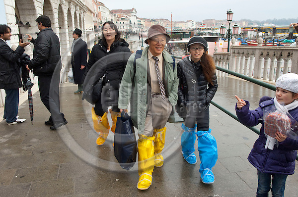 San Marco-Venice-Italy - December 24, 2010 -- Acqua alta, high tides, floods, tourist with one-day-plastic-boots -- tourism, people -- Photo: Horst Wagner / eup-images