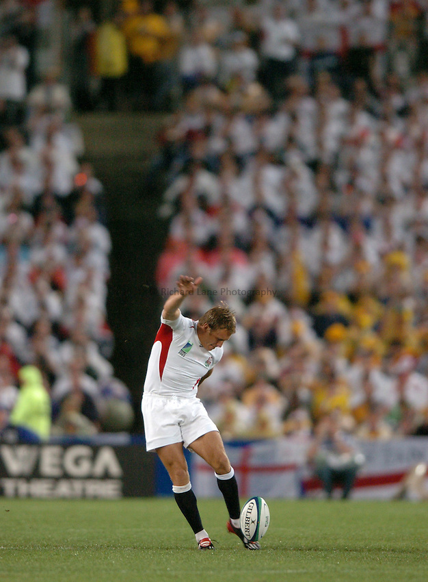 Photo: Richard Lane..Australia v England. Rugby World Cup Final, at the Telstra Stadium, Sydney. RWC 2003. 22/11/2003. .Jonny Wilkinson kicks off the 2003 Final.
