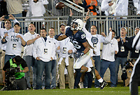 STATE COLLEGE, PA - OCTOBER 21:  Penn State RB Saquon Barkley (26) tips a ball to himself and then makes a touchdown catch, for his third touchdown of the game. The Penn State Nittany Lions defeated the Michigan Wolverines 42-13 on October 21, 2017 at Beaver Stadium in State College, PA. (Photo by Randy Litzinger/Icon Sportswire)