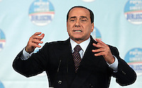 "Il leader del Popolo della Liberta' Silvio Berlusconi chiude la manifestazione ""Donne"" per l'Italia, a Roma, 28 marzo 2008..Leader of the People of Freedom center-right coalition Silvio Berlusconi gestures as he speaks during an electoral rally in Rome, 28 march 2008..UPDATE IMAGES PRESS/Riccardo De Luca"