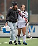 EINDHOVEN - Hockey - Blessure voor International Kelly Jonker van A'dam, zondag tijdens de wedstrijd  tussen Oranje-Zwart en Amsterdam. FOTO KOEN SUYK.