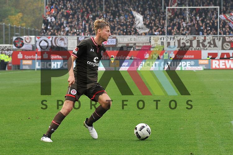 Paulis Hornschuh, Marc (16) am Ball beim Spiel in der 2. Bundesliga, SV Sandhausen - St. Pauli.<br /> <br /> Foto &copy; PIX-Sportfotos *** Foto ist honorarpflichtig! *** Auf Anfrage in hoeherer Qualitaet/Aufloesung. Belegexemplar erbeten. Veroeffentlichung ausschliesslich fuer journalistisch-publizistische Zwecke. For editorial use only.
