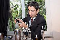 """SAO PAULO, SP, 28.10.2013. CAMPEONATO VIVE LA REVOLUTION - VODKA GREY GOOSE. O bartender Matheus Cunha prepara seu drink durante a seletiva regional do campeonato de coquetelaria """"Vive la Revolucion"""" promovido pela marca de vodka francesa Grey Goose. Matheus foi o primeiro colocado da etapa São Paulo entre vinte e dois candidatos. O tema deste ano foi """"Revolução dos Sabores"""". Os candidatos deveriam criar um ingrediente artesanal para compor seu drink. (Foto: Adriana Spaca/ Brazil Photo Press)"""