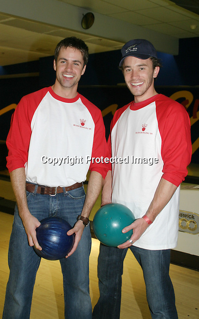 """Guiding Light's John Driscoll """"Coop"""" has fun with Tom Pelphrey """"Jonathan"""" at the """"Bloss"""" Bowling Event during the Guiding Light weekend on October 15, 2005 at the Port Authority, NY (Photo by Sue Coflin)"""