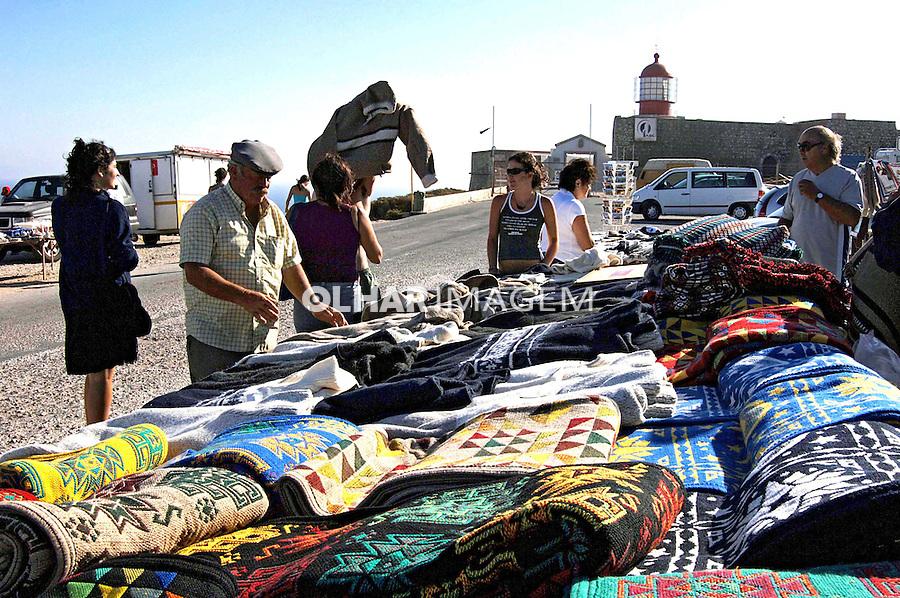 Artesanato - tapetes em Cabo de São Vicente, Algarve. Portugal. 2005. Foto de Rogério Reis.