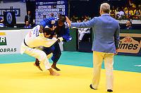 RIO DE JANEIRO, RJ,31 DE AGOSTO DE 2013 -CAMPEONATO MUNDIAL DE JUDÔ RIO 2013- O brasileiro Rafael Silva (de branco) foi derrotado pelo francês Teddy Riner e conquistou a medalha de prata na categoria +100 kg no Mundial de Judô Rio 2013, no Maracanazinho de 26 de agosto a 01 de setembro, zona norte do Rio de Janeiro.FOTO:MARCELO FONSECA/BRAZIL PHOTO PRESS
