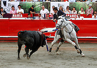 MANIZALES-COLOMBIA. 07-01-2016: Diego ventura, rejoneando a Agrimensor de 446kg de la ganadería Dos Gutierrez durante la tercera corrida como parte de la versión número 60 de La Feria de Manizales 2016 que se lleva a cabo entre el 2 y el 10 de enero de 2016 en la ciudad de Manizales, Colombia. / Diego Ventura struggling to Agrimensor of 446kg during the third bullfight as part of the 60th version of Manizales Fair 2016 takes place between 2 and 10 January 2016 in the city of Manizales, Colombia. Photo: VizzorImage / Santiago Osorio / Cont