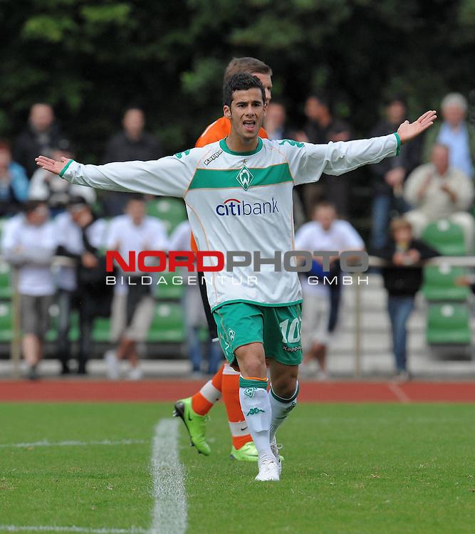 FBL 08/09 - Halbfinale U19 Deutsche Meisterschaft Rueckspiel Bremen Platz 11<br /> Werder Bremen - Mainz 05 0:3 (0:1) - Finaleinzug Mainz 05<br /> <br /> Serhan Zengin (Bremen #10) ratlos<br /> <br /> Foto &copy; nph (nordphoto)