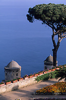 Europe/Italie/Côte Amalfitaine/Campagnie/Ravello : La villa Rufolo (XIII° qui servit de résidence à plusieurs Papes, à Charles d'Anjou et à Richard Wagner) - Les jardins et la tour du XI° dominant la mer