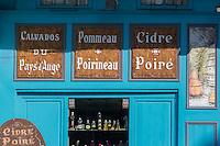France, Calvados (14), Côte Fleurie, Honfleur,   détail boutique de produits régionaux  sur le port//   France, Calvados, Côte Fleurie, Honfleur, Local products shop on the port