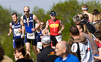 10 MAY 2009 - GRENDON,GBR - Pete Eames (#337) leads a group on the run - Grendon Triathlon (PHOTO (C) NIGEL FARROW)
