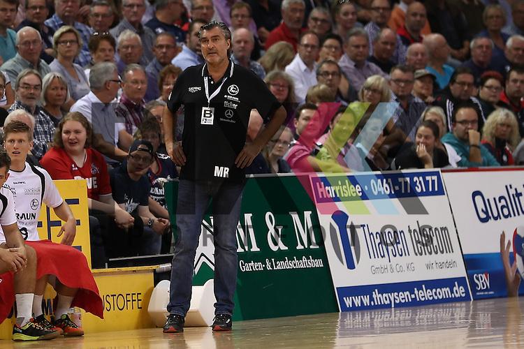 Flensburg, 21.09.16, Sport, Handball, DKB Handball Bundesliga, Saison 2016/2017, 5. Spieltag,  SG Flensburg-Handewitt - MT Melsungen : Michael Roth (MT Melsungen, Trainer)<br /> <br /> Foto &copy; PIX-Sportfotos *** Foto ist honorarpflichtig! *** Auf Anfrage in hoeherer Qualitaet/Aufloesung. Belegexemplar erbeten. Veroeffentlichung ausschliesslich fuer journalistisch-publizistische Zwecke. For editorial use only.