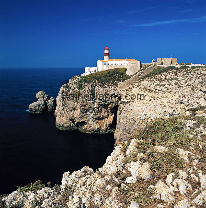 Portugal, Algarve, bei Sagres: Leuchtturm am Cabo de São Vicente | Portugal, Algarve, bei Sagres: Lighthouse at Cabo de São Vicente