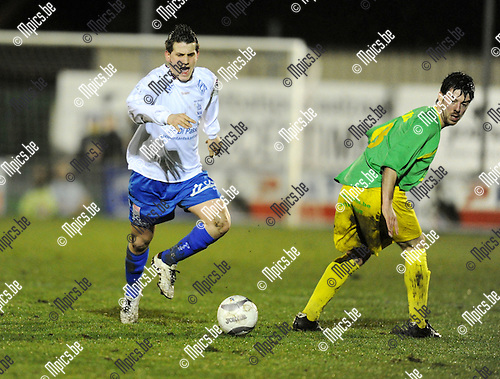 2011-02-26 / voetbal / seizoen 2010-2011 / Sint-Lenaarts - Tongeren / Ribeaucourt gaat voorbij Laurens Van Damme (Sint Lenaarts)..Foto: mpics