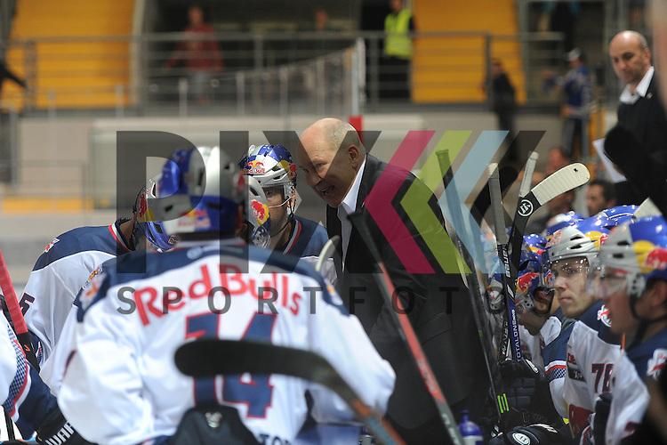 Trainer Don JACKSON (EHC Red Bull M&uuml;nchen) spricht zu seinem Team w&auml;hrend der Timeout Davos im Spiel EHC Red Bull Muenchen -  HC Davos.<br /> <br /> Foto &copy; P-I-X.org *** Foto ist honorarpflichtig! *** Auf Anfrage in hoeherer Qualitaet/Aufloesung. Belegexemplar erbeten. Veroeffentlichung ausschliesslich fuer journalistisch-publizistische Zwecke. For editorial use only.
