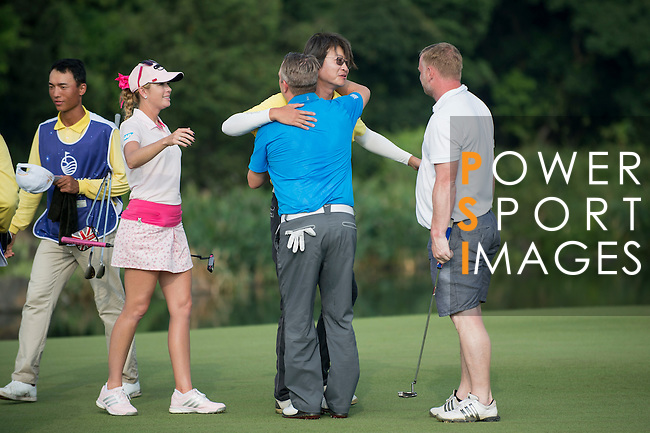 Markus Manninen (in blue), Chris Yu (in yellow), David May (in grey), and Paula Creamer at the end of their game during the World Celebrity Pro-Am 2016 Mission Hills China Golf Tournament on 23 October 2016, in Haikou, Hainan province, China. Photo by Marcio Machado / Power Sport Images
