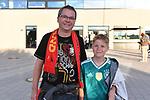 Rainer Knerr (46 Jahre) und Manuel (12 Jahre) beim Freundschaftsspiel, Deutschland - Peru.<br /> <br /> Foto &copy; PIX-Sportfotos *** Foto ist honorarpflichtig! *** Auf Anfrage in hoeherer Qualitaet/Aufloesung. Belegexemplar erbeten. Veroeffentlichung ausschliesslich fuer journalistisch-publizistische Zwecke. For editorial use only. DFL regulations prohibit any use of photographs as image sequences and/or quasi-video.