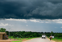 BURKINA FASO, Gaoua, rain clouds in raining season / Regenwolken in der Regenzeit