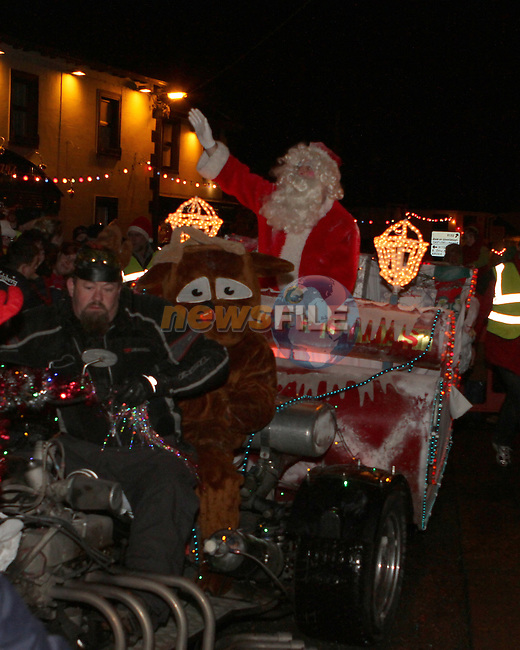 as Santa arrives in Dunleer...Photo NEWSFILE/Jenny Matthews..(Photo credit should read Jenny Matthews/NEWSFILE)