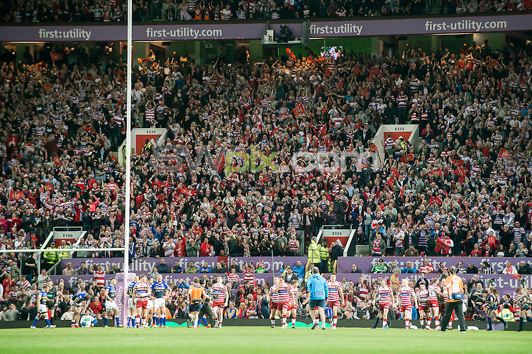 Picture by Allan McKenzie/SWpix.com - 10/10/2015 - Rugby League - First Utility Super League Grand Final - Leeds Rhinos v Wigan Warriors - Old Trafford, Manchester, England - Wigan fans celebrate their team's try.