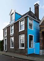 Zaandam- het Blauwe Huis. Het Koopmanshuis uit de zeventiende eeuw werd door de schilder Monet geschilderd.