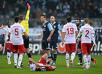 Fussball 2. Bundesliga:  Saison   2012/2013,    14. Spieltag  TSV 1860 Muenchen - 1. FC Koeln  16.11.2012 bekommt von Schiedsrichter Markus Schmidt die ROTE KARTE und geht vom Platz Grigoris Makos (re, 1860 Muenchen)