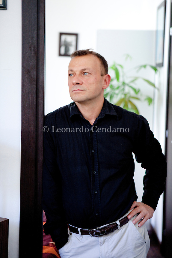 Alessandro Golinelli, italian writer, journalist, director, author of numerous books, tv programs, documentary movies, in his house in Milan. Milan, 2012. © Leonardo Cendamo
