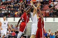 UITHUIZEN = Basketbal, Donar - Aris, voorbereiding seizoen 2017-2018, 02-09-2017,  Donar speler Thomas Koenes in duel met Aris speler Emile Blackman jr onder de basket