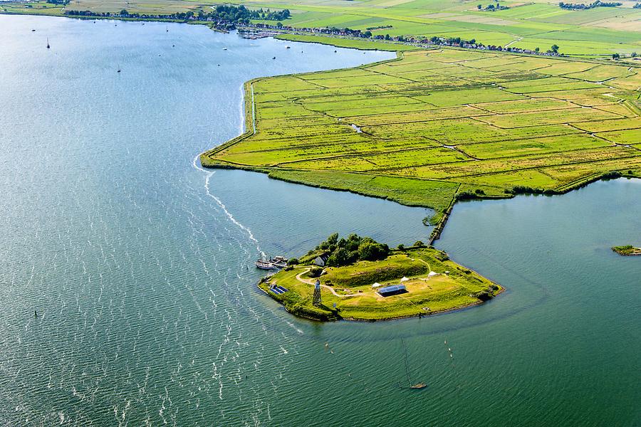Nederland, Noord-Holland, Amsterdam, 13-06-2017; Buiten-IJ met Polder IJdoorn, Vuurtoreneiland met Kustbatterij (Fort Durgerdam, onderdeel van de Stelling van Amsterdam). Rijksmonument, onderdeel van de Werelderfgoedlijst van Unesco. Durgerdam in de achtergrond.<br /> Lighthouse Island with coastal Battery, part of the Defence Line of Amsterdam. Unesco World Heritage.<br /> luchtfoto (toeslag op standaard tarieven);<br /> aerial photo (additional fee required);<br /> copyright foto/photo Siebe Swart