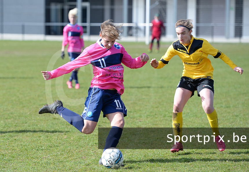 20160328 - Zwevezele , BELGIUM : Turnhout's Jasmien Schoofs (left) pictured with Zwevezele's Ellen Lagrange (right) during the soccer match between the women teams of Voorwaarts Zwevezele and FC Turnhout  , on the 20th matchday of the Belgian Third division for Women on Saturday 28 th March 2016 in Zwevezele .  PHOTO SPORTPIX.BE DAVID CATRY