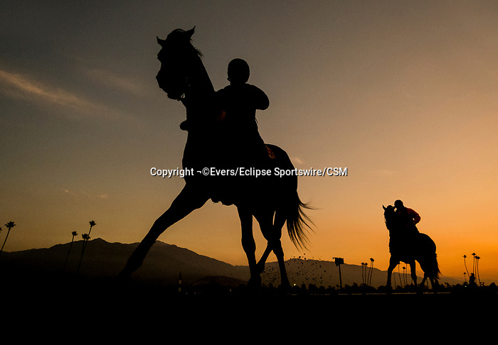 November 21, 2018: Sunrise at Santa Anita on November 21, 2018 in Del Mar, California. Evers/Eclipse Sportswire/CSM