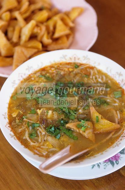 """Asie/Birmanie/Myanmar/Plateau Shan/Nyaungshwe: Lac Inle - """"In Mont Ti"""" soupe traditionnelle du lac: poisson chat, nouilles de riz - Recette de la """"Guest House Teak Wood"""""""