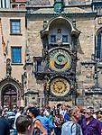 Praga, stolica Czech. 2013-07-23. Orjol - zegar na budynku Ratusza Staromiejskiego w Pradze.