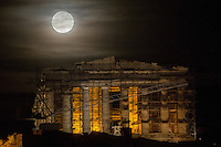 2016 11 14 Super moon rises over the Acropolis, Athens, Greece