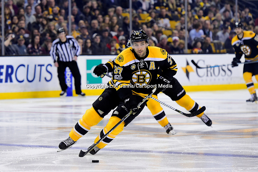 Tuesday, February 28, 2017: Boston Bruins center Patrice Bergeron (37) in acion during the National Hockey League game between the Arizona Coyotes and the Boston Bruins held at TD Garden, in Boston, Mass. Boston defeats Arizona 4-1. Eric Canha/CSM