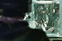 Nassiriya / Iraq 2006.Contingente italiano in Iraq. Missione Antica Babilonia..A bordo di un veicolo blindato VM90 con soldati della Brigata Sassari..Foto Livio Senigalliesi..Nassiriya / Iraq 2006.Italian contingent in Iraq. Mission 'Antica Babilonia'..On board an armed vehicleVM90 with soldiers of  brigate Sassari..Photo Livio Senigalliesi.
