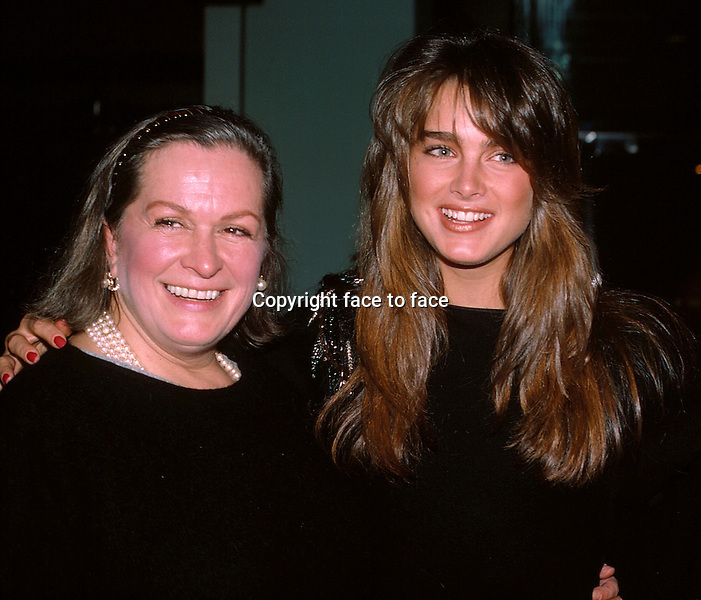 Brooke and Lila Shields with mom Teri Shields in New York City. 1984...Credit: McBride/face to face