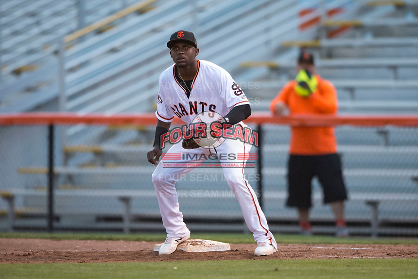 San Jose Giants first baseman Frandy De La Rosa (43) during a California League game against the Modesto Nuts at San Jose Municipal Stadium on May 15, 2018 in San Jose, California. Modesto defeated San Jose 7-5. (Zachary Lucy/Four Seam Images)