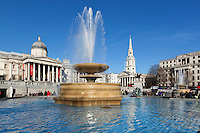 United Kingdom, London: Trafalgar Square with the National Gallery and St. Martin's in the Fields church | Grossbritannien, England, London: Trafalgar Square mit der National Gallery und  der Kirche St. Martin's in the Fields