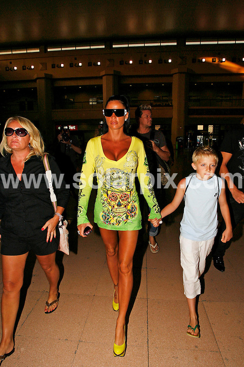 **ALL ROUND PICTURES FROM SOLARPIX.COM**.**WORLDWIDE SYNDICATION RIGHTS**.Katie Price and cage fighter boyfriend Alex Reid leaving Malaga Airport after their holiday on the Costa del Sol, Spain..JOB REF:9659        AB1       DATE:  05.08.09.**MUST CREDIT SOLARPIX.COM OR DOUBLE FEE WILL BE CHARGED**.**ONLINE USAGE FEE  GBP 50.00 PER PICTURE - NOTIFICATION OF USAGE TO PHOTO @ SOLARPIX.COM**.**CALL SOLARPIX : +34 952 811 768 or LOW RATE FROM UK 0844 617 7637**