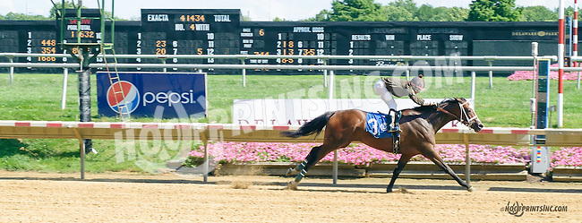 Gansett winning at Delaware Park on 8/12/15