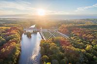 France, Indre-et-Loire (37), Chenonceaux, château et jardins de Chenonceau et le Cher en automne (vue aérienne)