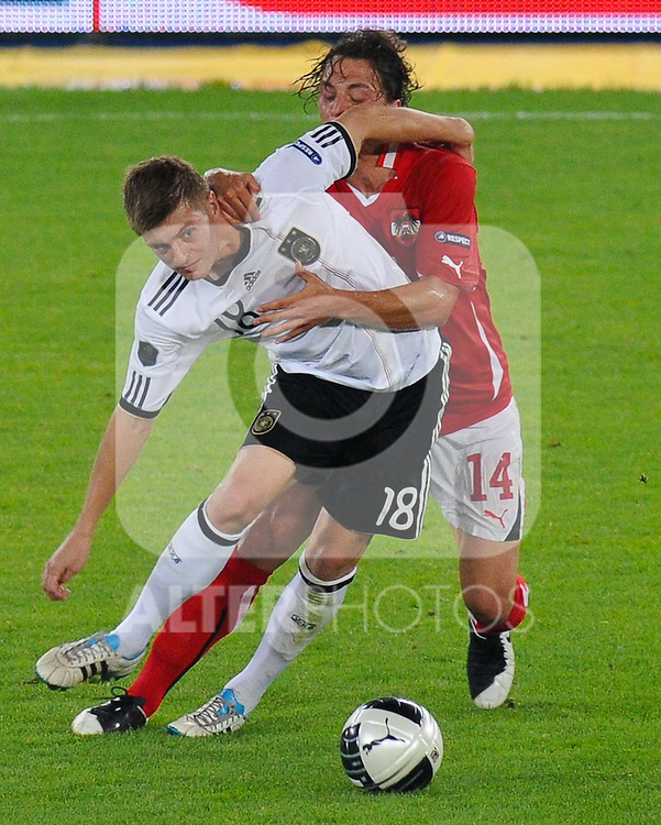 03.06.2011, Ernst Happel Stadion, Wien, AUT, UEFA EURO 2012, Qualifikation, Oesterreich (AUT) vs Deutschland (GER), im Bild Zweikampf zwischen Toni Kroos, (GER, #18) und Julian Baumgartlinger, (AUT, #14)  // during the UEFA Euro 2012 Qualifier Game, Austria vs Germany, at Ernst Happel Stadium, Vienna, 2010-06-03, EXPA Pictures © 2011, PhotoCredit: EXPA/ M. Gruber