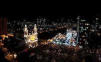 """Ao final dos festejos  do cÌrio de nossa senhora de NazarÈ, que este ano reuniu durante a prociss""""o mais de 1.000.000 de pessoas È encerrado durante queima de fogos em frente a BasÌlica de Nossa Senhora de NazarÈ. Depois de quinze dias de festas as luzes da basÌlica se apagam.<br /> 28/10/2012<br /> BelÈm, Par·,Brasil.<br /> Foto Paulo Santos/Interfoto"""