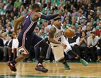 MCX01. BOSTON (EE.UU.), 15/05/2017.- Isaiah Thomas (d) de Boston Celtics avanza junto a John Wall (i) de Washington Wizards hoy, lunes 15 de mayo de 2017, durante un juego entre Washington Wizards y Boston Celtics de la NBA, que se disputa en el TD Garden en Boston, Massachusetts (Estados Unidos). EFE/CJ GUNTHER
