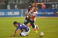 BARRANQUILLA- COLOMBIA -15-06-2016: Jarlan Barrera (Der.) jugador de Atletico Junior disputa el balón con Luis Arias (Izq.) jugador de Deportivo Independiente Medellin, durante partido de ida de la final entre Atletico Junior y Deportivo Independiente Medellin, de la Liga Aguila I-2016, jugado en el estadio Metropolitano Roberto Melendez de la ciudad de Barranquilla. / Jarlan Barrera (R) player of Atletico Junior vies for the ball with Luis Arias (L) player of Deportivo Independiente Medellin, during a match for the first leg of the finals, between Atletico Junior and Deportivo Independiente Medellin, of the Liga Aguila I-2016 at the Metropolitano Roberto Melendez Stadium in Barranquilla city, Photo: VizzorImage  / Alfonso Cervantes / Cont.