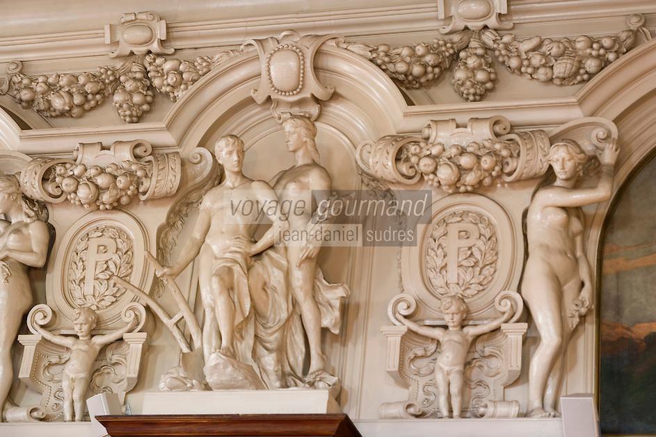 Europe/Pologne/Lodz: Le Palais d'Israël Poznanski qui contient le Musée d'Histoire de la Ville de Lodz - la salle à manger néobaroque - détail des bas reliefs