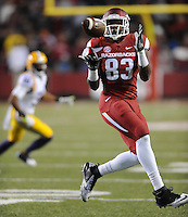 NWA Media/ANDY SHUPE - Arkansas' Jeremy Sprinkle makes a catch against LSU during the third quarter Saturday, Nov. 15, 2014, at Razorback Stadium in Fayetteville.