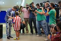 MADRI, ESPANHA, 15.07.2013 - APRESENTAÇÃO DAVID VILLA ATLÉTICO DE MADRID - O jogador espanhol David Villa é apresentado como novo reforço do Atlético de Madrid no Estádio Vicente Calderon em Madrid, capital da Espanha, nesta segunda-feira, 15. (Foto: Cesar Cebolla / Alfaqui / Brazil Photo Press).